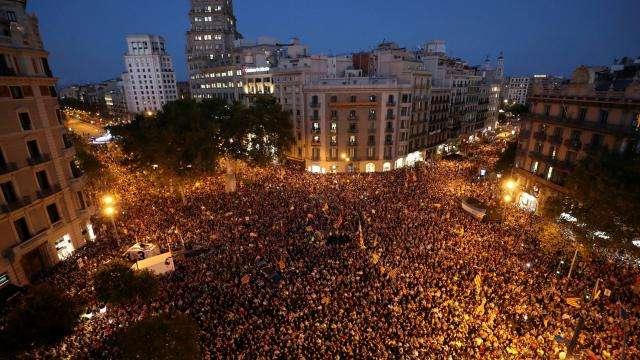 catalogne-dispersion-de-la-plupart-des-manifestants-barcelone