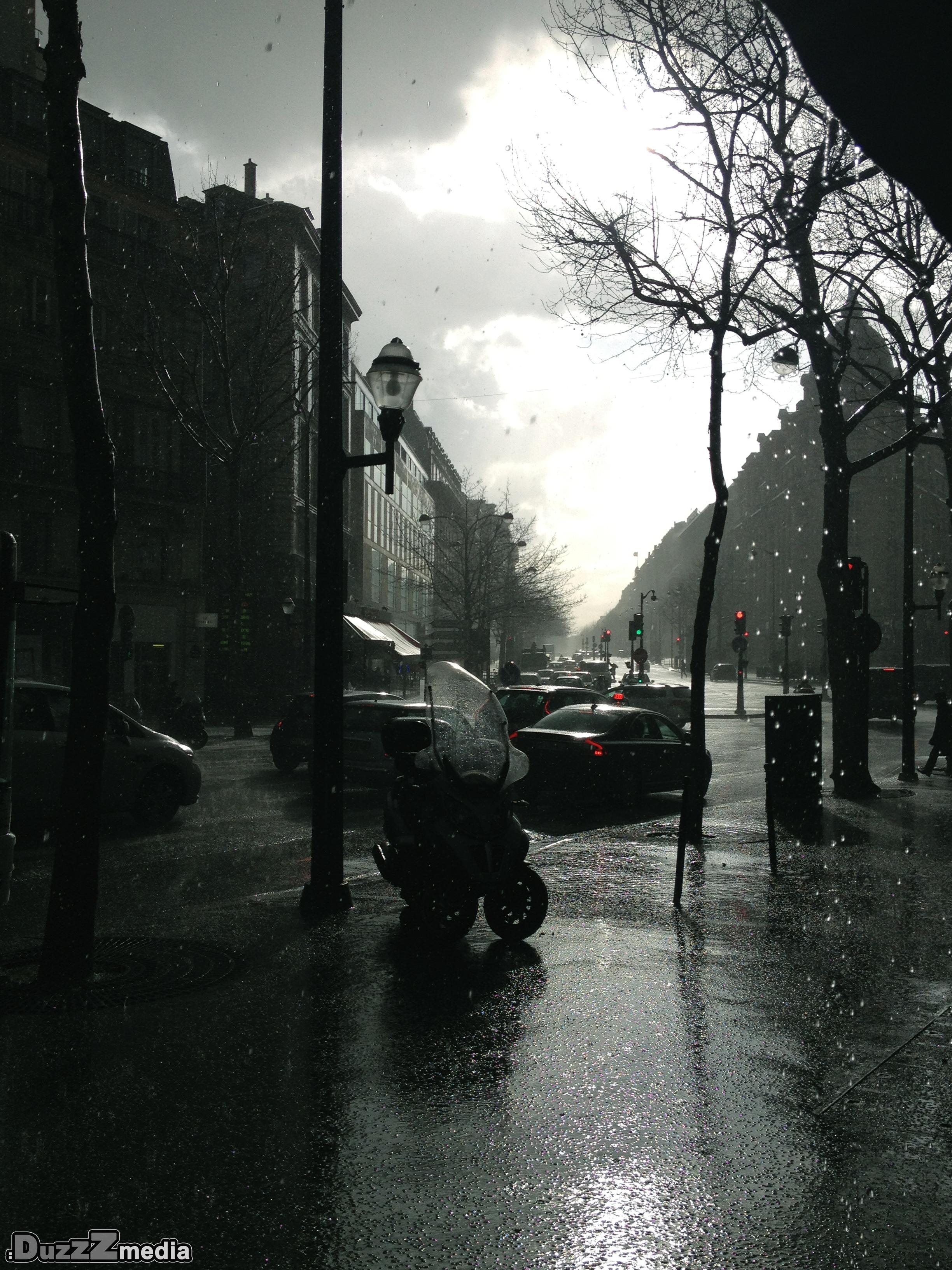 Photo Paris in the dark by david couturier